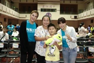 小禎、林柏妤帶領身心障礙學童 2020夢飛行澎湖之旅